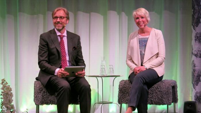 Helena Jonsson höll inget klassiskt stämmotal utan blev intervjuad av Erik Blix när riksförbundsstämman öppnade. Foto: Isabel Hygstedt