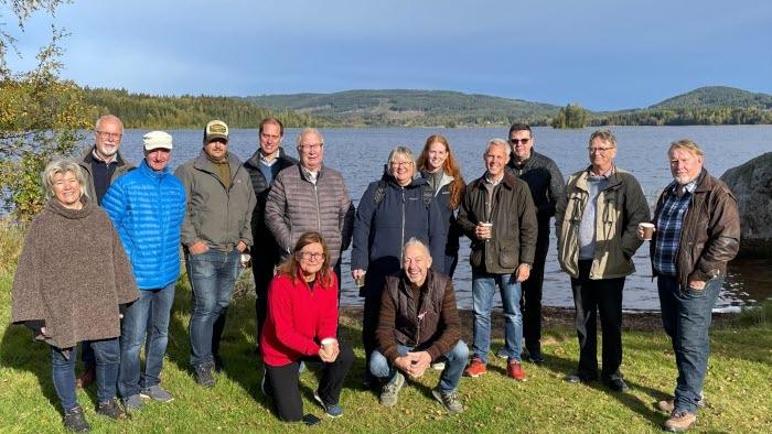 Politikerträff vid sjön Grängen