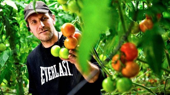 Glenn Eriksson i Romelanda hade brist på arbetskraft men tack vare Mer mat fler jobb anställde han sex personer