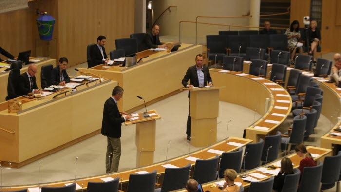 Lars Tysklind (L) och Jens Holm (V)