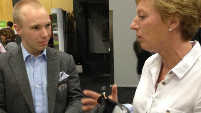 Carl Dyrendahl från LRF Konsult samtalade under Hästföretagarforum med Britt-Marie Wiman som står i begrepp att starta hästföretag. Foto: Isabel Hygstedt