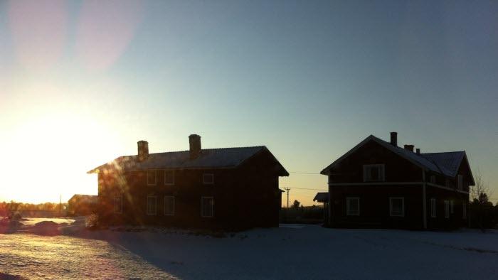 Vintergård i solsken
