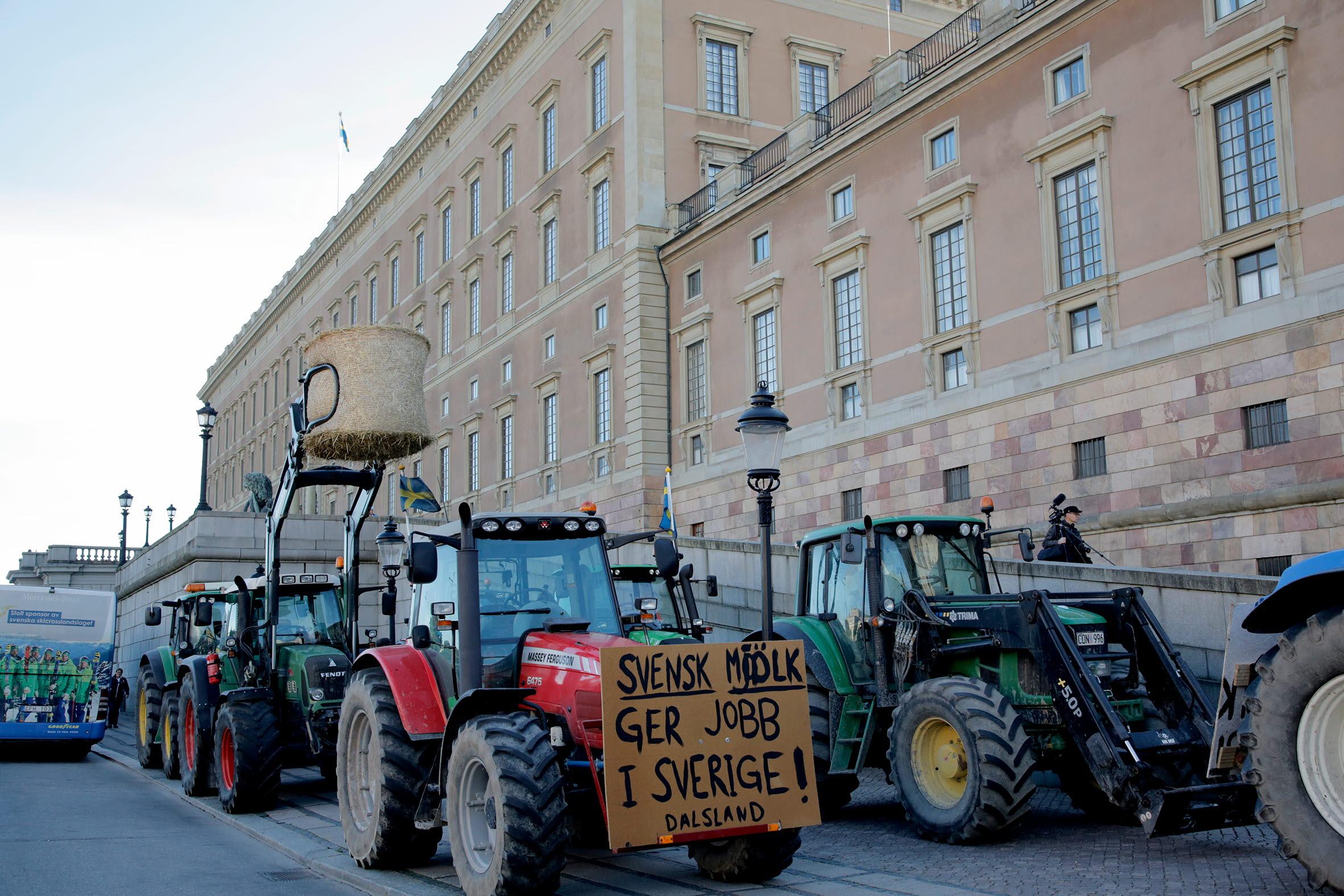Idag, den 21 september, anordnar LRF en manifestation för svensk mjölk och svenskt lantbruk på Mynttorget i centrala Stockholm. I samband med den överlämnar LRFs förbundsordförande Helena Jonsson namninsamlingen till landsbygdsminister Sven-Erik Buch