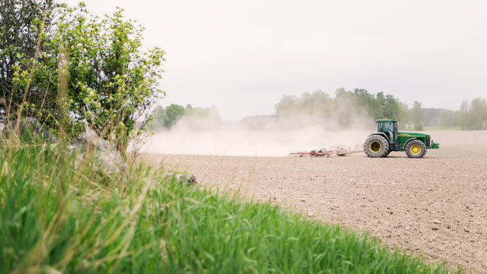 Traktor på Esplunda Lantbruk. Foto: Ester Sorri.