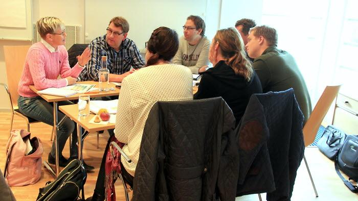 Christin Larsson diskuterar verksamhetsplaneringen.