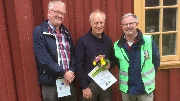 LRF-ordförande Anders Jonsson, pristagare Åke Janten (biodlare) och representant för Sundsby vänförening Anders G Högmark