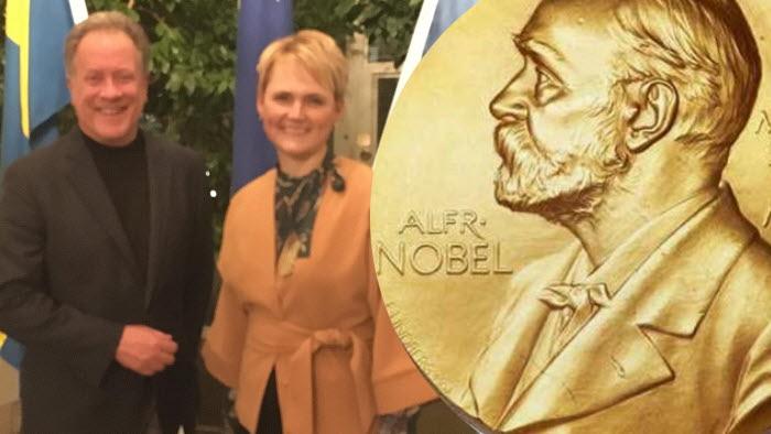 Anna Karin Hatt på middag med DAvid Beasley, WFP, årets fredspristagare.