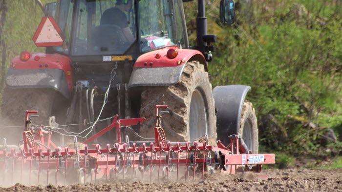 Traktor harvar