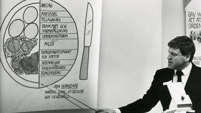 Tommy Jacobson arbetade på Kommunförbundets konsultbyrå och höll tillsammans med Carita i serien med hearings. 1986.