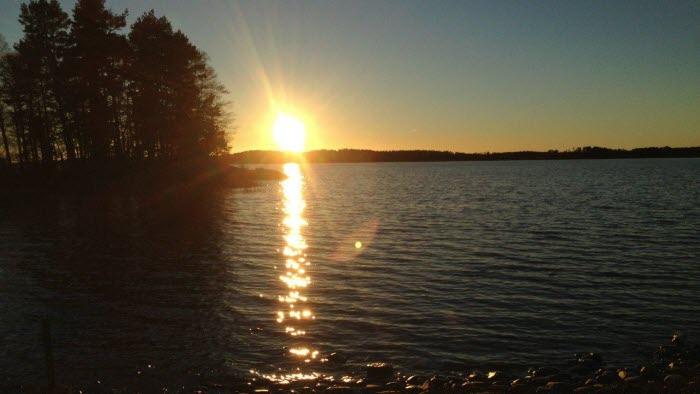 Solnedgång över vattnet