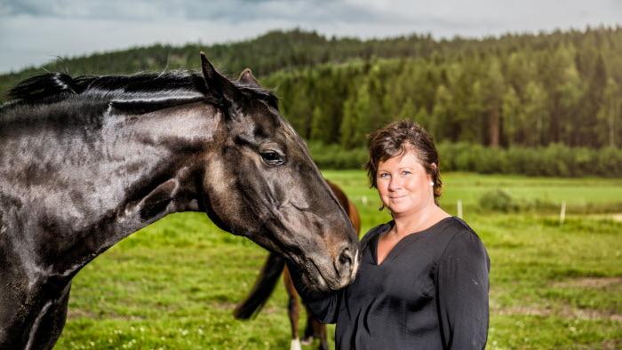 Lotta Folkesson med häst