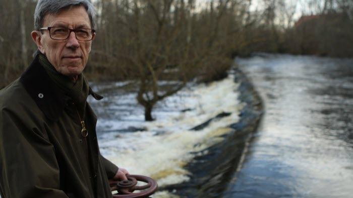 Bertil Trobro, Tollarp, har en mölla som har blivit olaglig efter 250 år