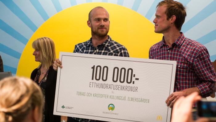 Kristoffer och Tobias Kullingsjö på Elmersgården tog hem LRFs och McDonald's Hållbarhetsstipendium på 100 000 kr. Foto: Mikael Nyander