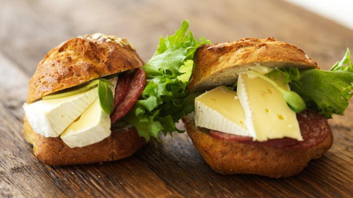 Smörgåsar med ost.