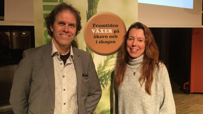 """LRF:s Ordförande Maria Jonsson tackade Pär för ett inspirerande föredrag och konstaterade att """"Framtiden växter på åkern och i skogen"""""""
