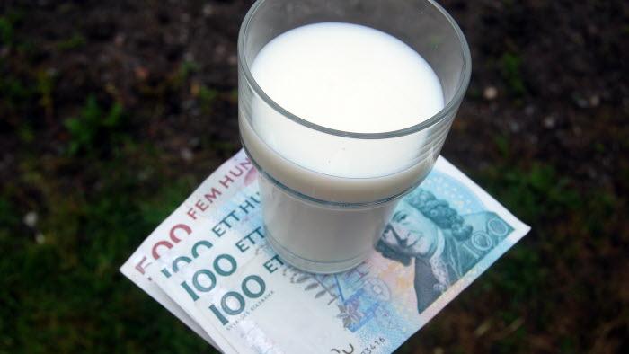 Mjölk och pengar i hage