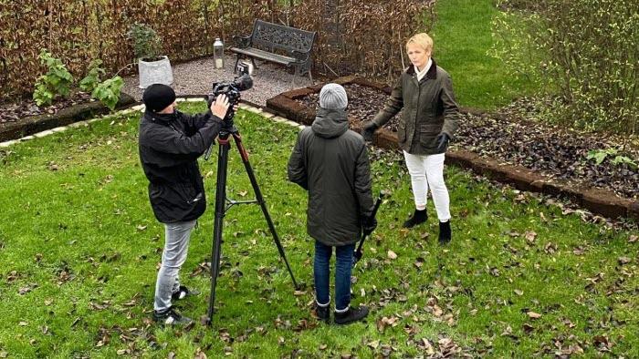 Anna Karin Hatt intervjuas i TV4 om Gröna näringslivsindex
