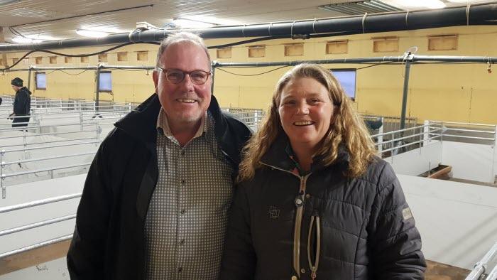 Riksdagspolitikern Johan Andersson och grisuppfödaren Jeanette Blackert