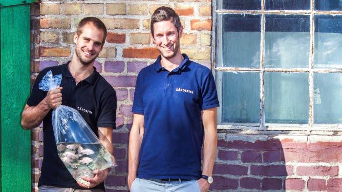 LRF investerar i Gårdsfisk. Här är Johan Ljungquist och Mikael Olenmark
