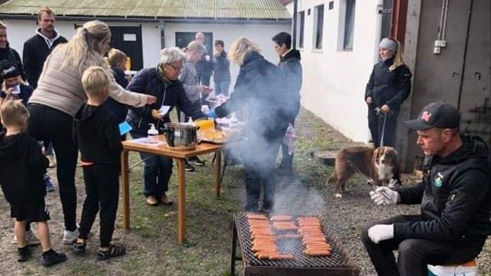 LRF grillar korv till skördepromenadsdeltagare, Varberg
