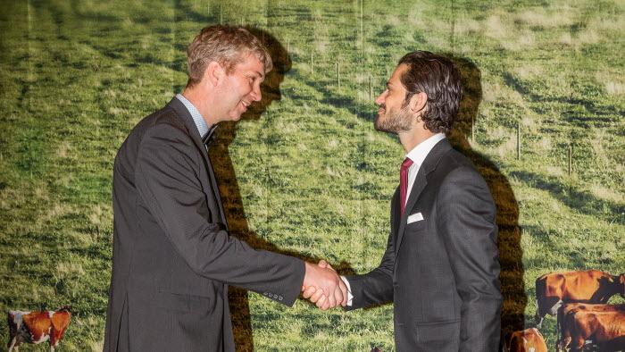 Prins Carl Philip delar ut Guldmedaljen till Bo-Gunnar Jonsson.