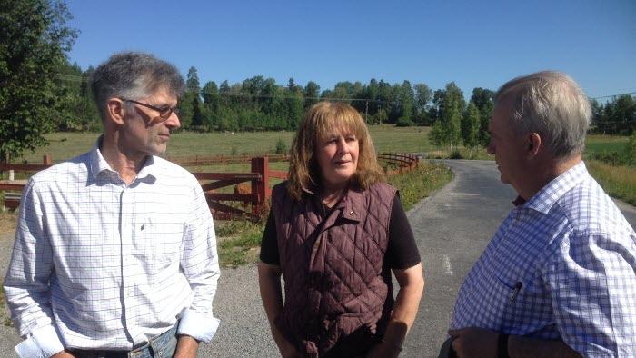 Sven-Erik BUcht besökte Stora Lundby utanför Vallentuna pga torkan