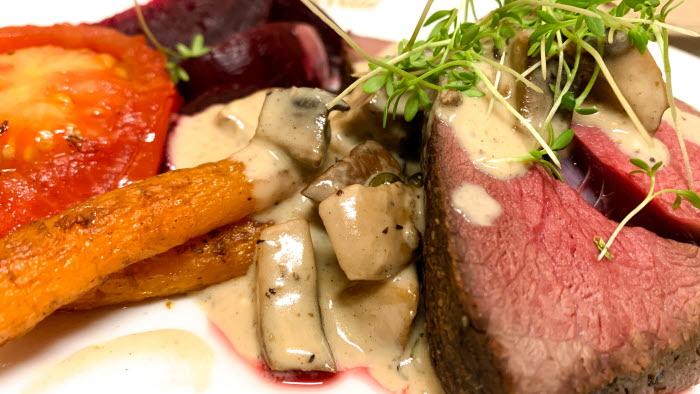 Mat tallrik kött grönsaker