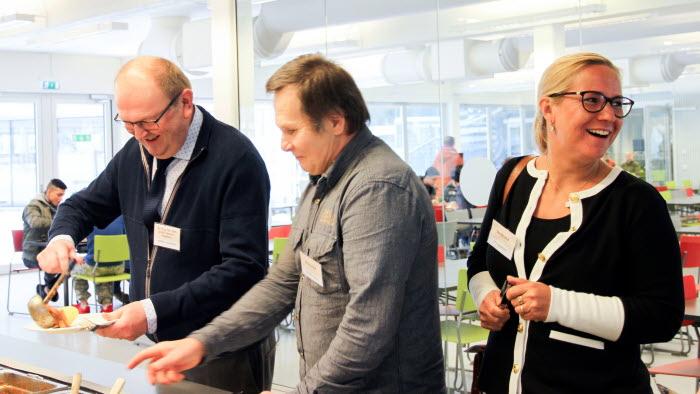 Landshövding Kenneth Johansson, Olle Göransson, LRF, och Åsa Johansson, kommunstyrelsens ordförande