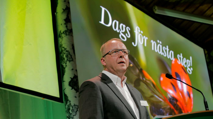 Anders Källström presenterar årsredovisningen på 2015 års riksförbundsstyrelse