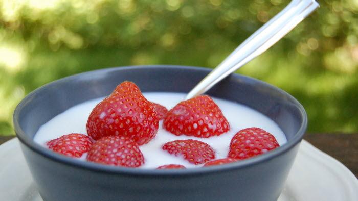 Jordgubbar och mjölk