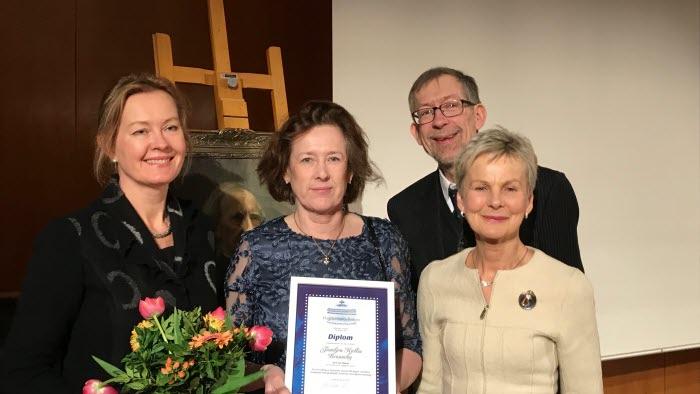 Syskonen på Brunneby musteri, fr vänster Ingrid Kjellin, Eva Ronström, Gunnar Kjellin och landshövding Elisabeth Nilsson