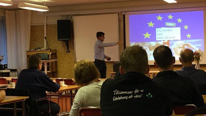 Mattias Gotting håller föredrag på träffen för förtroendevalda i Bollnäs