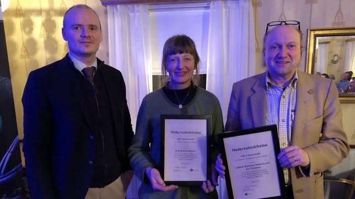 Anita Boman Daniels och jan Tholerus får hedersutmärkelse för integration på träffen för förtroendevalda