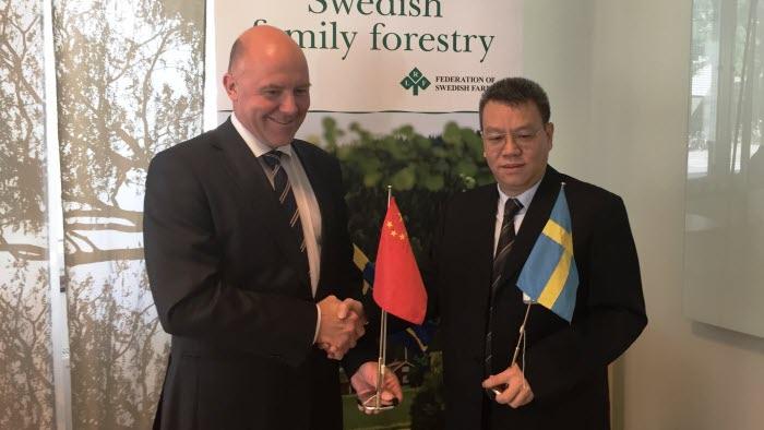 Sven Erik Hammar och WANG Weisheng, skogsdelegation från Kina