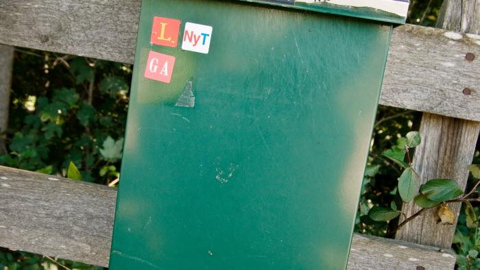 Brevlåda. Är det ok att det står namn på brevlådan?