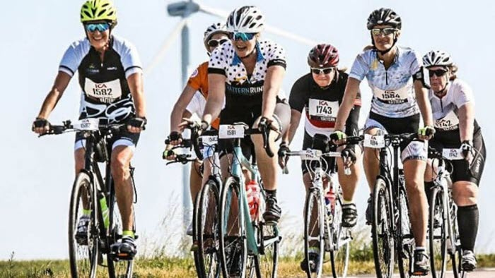 Kvinnor cyklar Tjejvättern