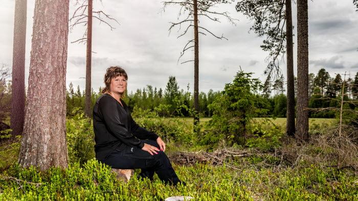 Lotta Folkesson, ordf LRF Västerbotten, i skogen