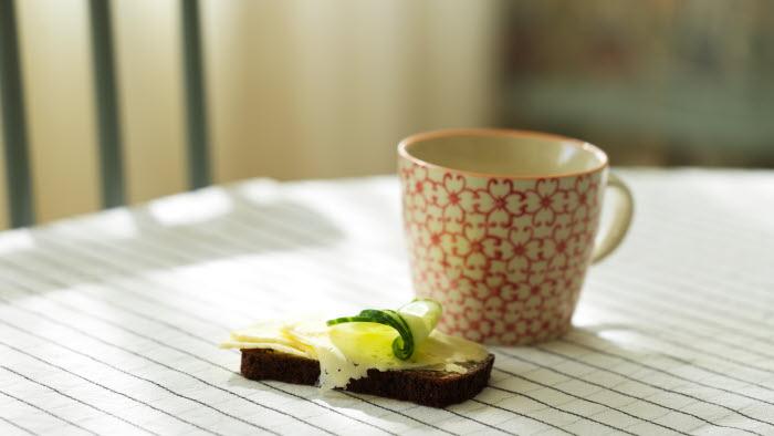 Kaffe och smörgås.